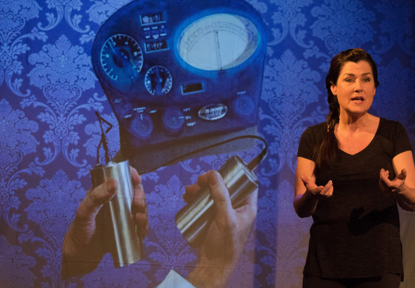 Cathy Schenkelberg shines and defines in extended one-woman show 'Squeeze My Cans'
